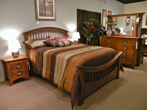 Up-Turned Spindle Bed with Low Footboard
