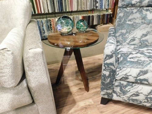 """West Bend 20"""" Round End Table"""